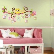 RMK2079GM_HappiLetterBranch_Roomset72dpi_WEBliten